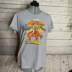 The Northern Outpost Co, T-shirt Gray Wild & Free